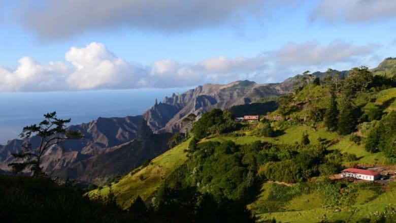 جزيرة سانت هيلينا بالمحيط الأطلسي