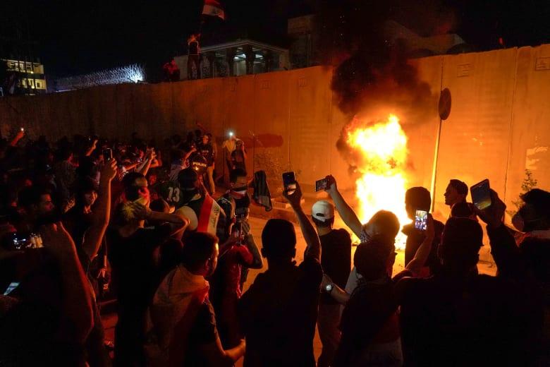 بعد محاولة اقتحام قنصليتها بكربلاء.. إيران تطالب العراق باتخاذ كل ما يلزم لحماية مقراتها الدبلوماسية