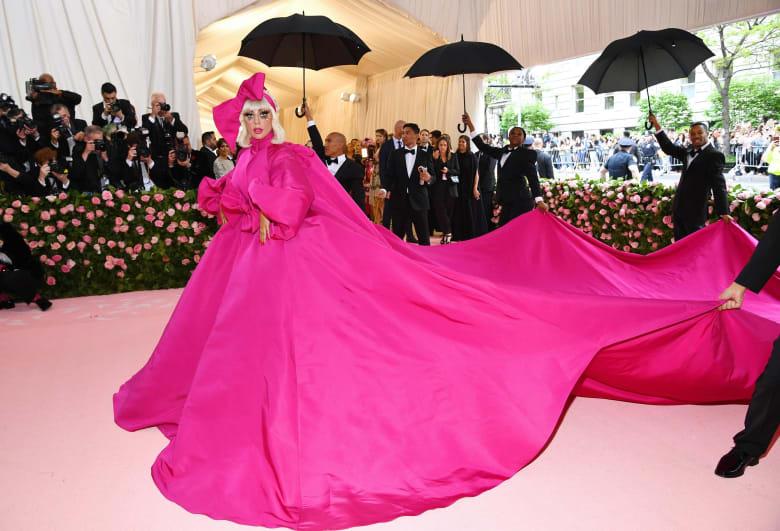 """بعد""""التكلف والرداءة"""".. الكشف عن موضوع أهم حفل أزياء في العالم لعام 2020"""