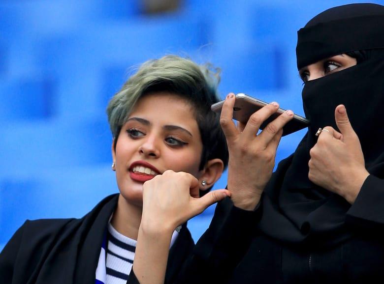 """بعد فيديو مثير للجدل.. هيئة حقوق الإنسان السعودية: النسوية """"غير مُجرَمة"""" بالمملكة"""