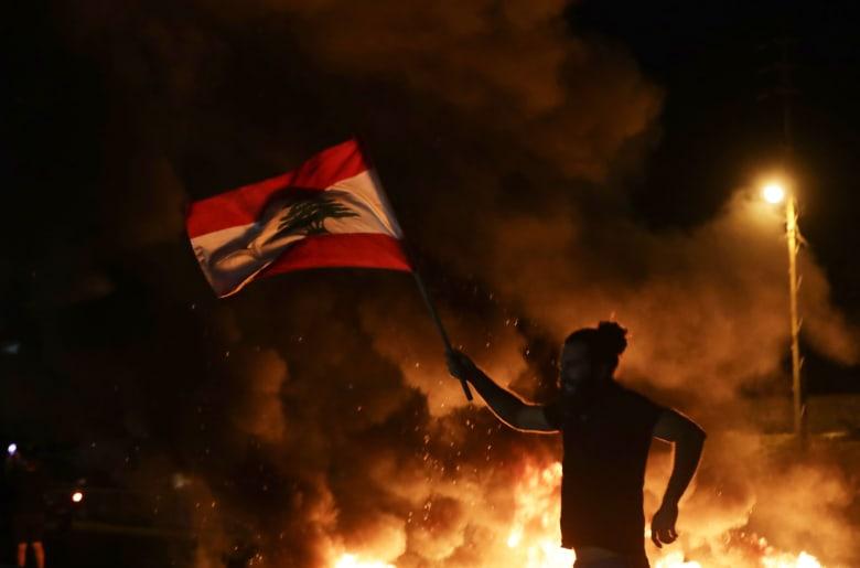 مقتل أول متظاهر لبناني منذ بدء الاحتجاجات.. والجيش يبدأ تحقيقًا
