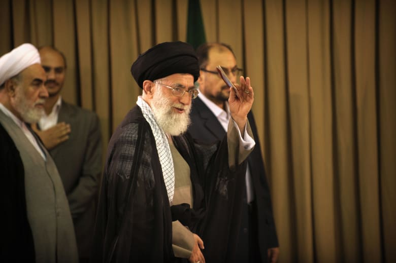 صورة أرشيفية لعلي خامنئي المرشد الأعلى بإيران