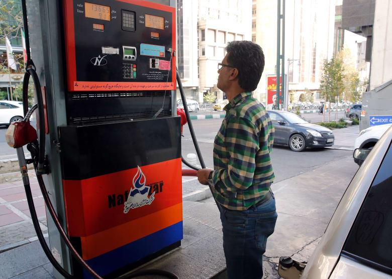 محطة وقود في إيران