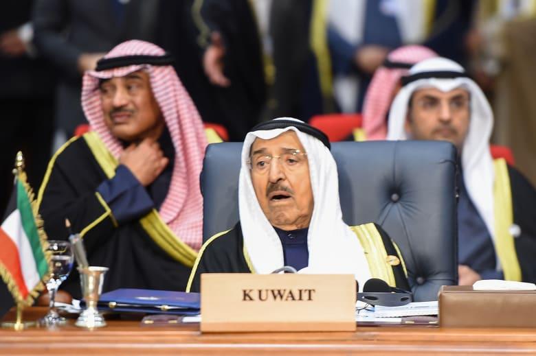 """أمير الكويت يحذر من الدخول في """"متاهة الفوضى"""" ويطالب بعدم افتعال التجمعات"""