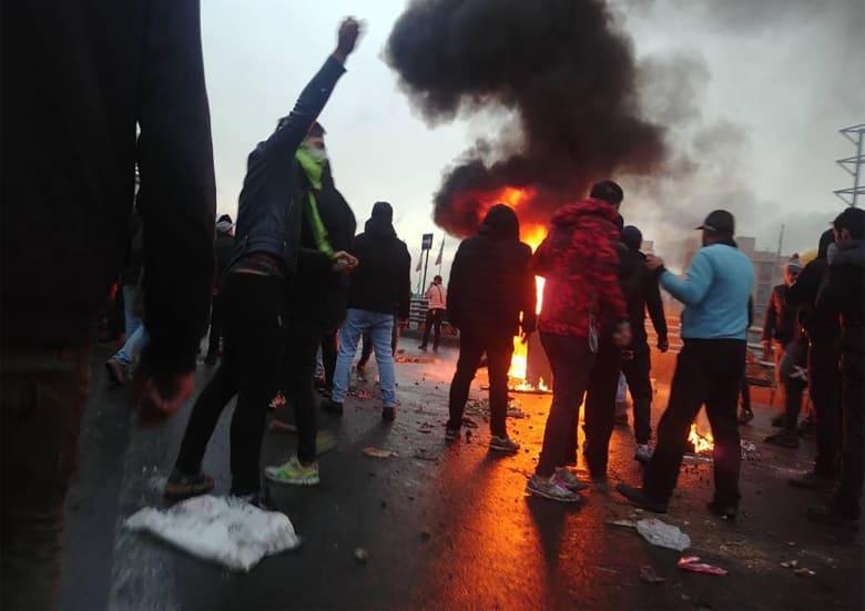 """""""مظاهرات الوقود"""".. مقتل 3 من قوات الباسيج في إيران خلال اشتباكات مع المحتجين"""