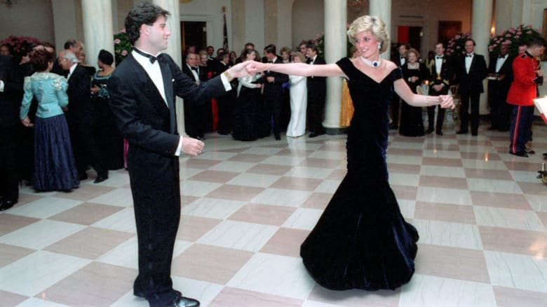 رقصت مع نجم هوليوود به.. فستان الأميرة ديانا في مزاد فكم سيحصد؟