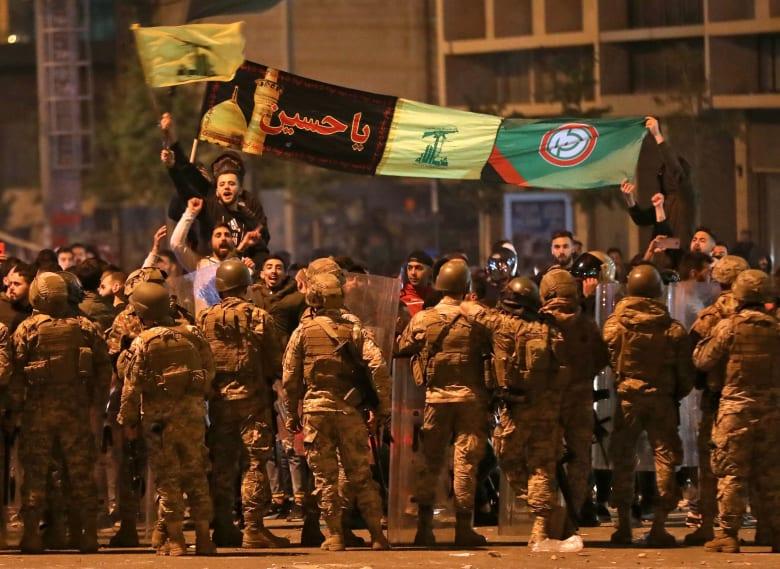 تداول فيديو لإطلاق نار كثيف من سيارات تحمل أعلام حزب الله في بعلبك
