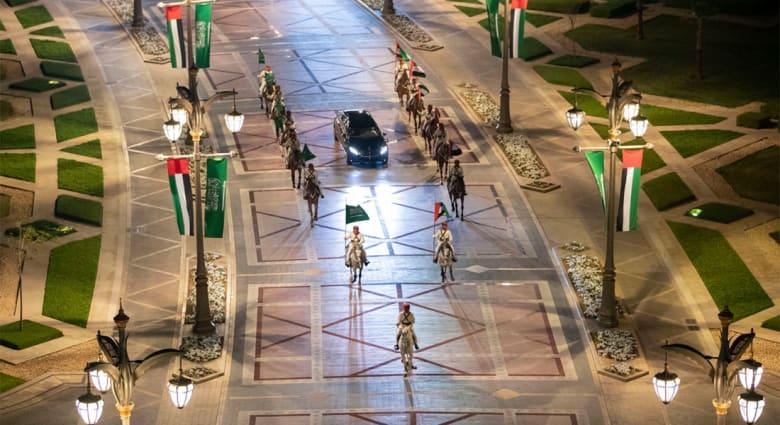 موكب ولي عهد السعودية يصل قصر الوطن في أبوظبي