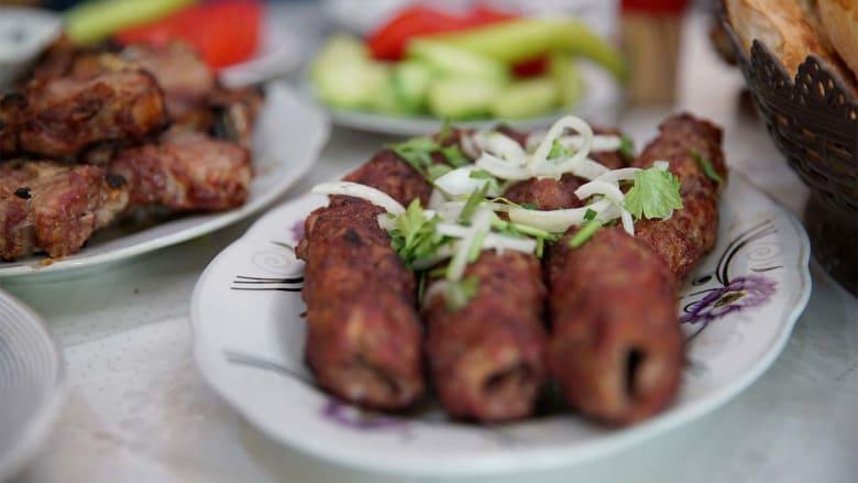 من ولائم شهية إلى تبادل الهدايا.. إليك ما يجب أن تتوقعه لدى حضور حفل خطوبة في أذربيجان