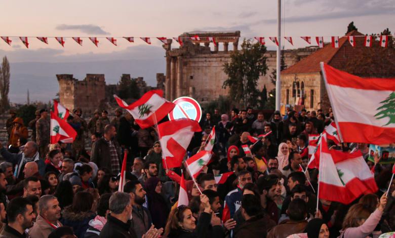 استمرار الاحتجاجات في لبنان للمطالبة بإقالة الحكومة وتحسين الأوضاع المعيشية