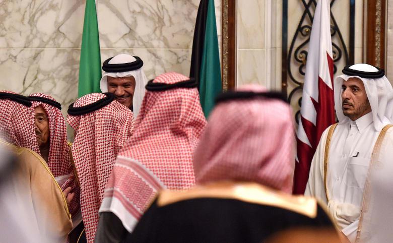 رئيس وزراء قطر خلال استقبال قادة وزعماء دول مجلس التعاون الخليجي