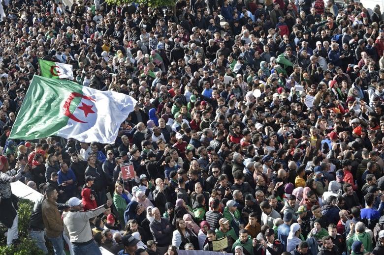 مظاهرات واسعة في الجزائر احتجاجا على تنظيم انتخابات الرئاسة
