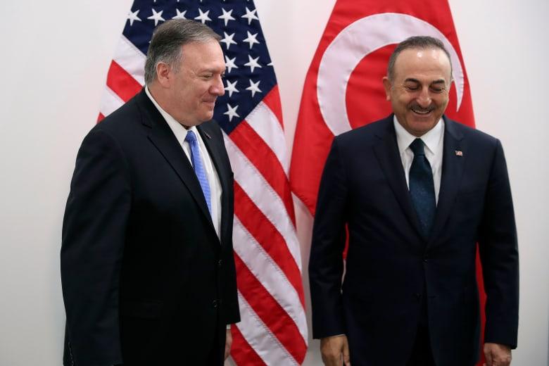 وزير الخارجية التركي مولود تشاويش أغلو مع نظيره الأمريكي مايك بومبيو