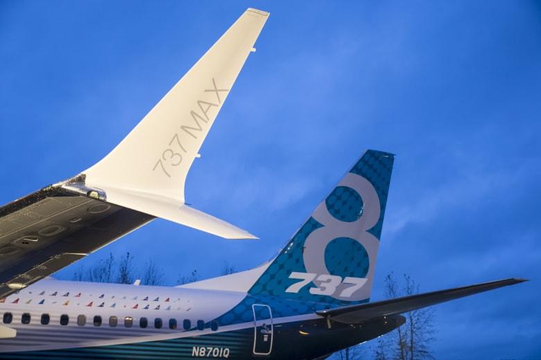 قال مصدر مطلع على عمليات اتخاذ القراراتفي بوينغ إن شركة الطيران قد تعلن عن قرار للحد من أو إلغاء إنتاج طائراتها المضطربة من طراز 737 ماكس.