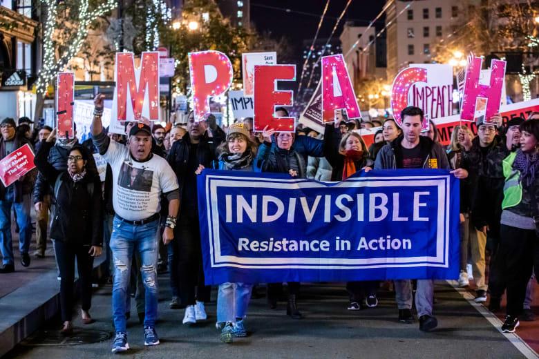 مظاهرات في عدة مدن أمريكية للمطالبة بعزل ترامب