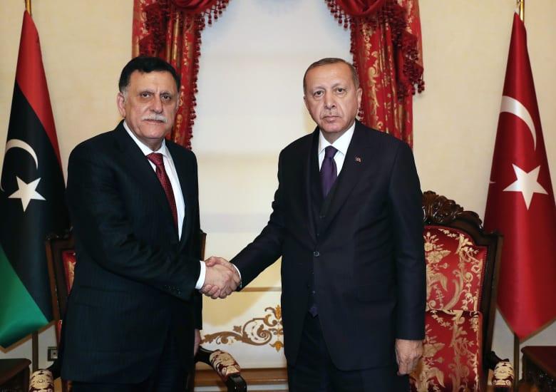 الرئيس التركي رجب طيب أردوغان ورئيس حكومة الوفاق الليبية فايز السراج