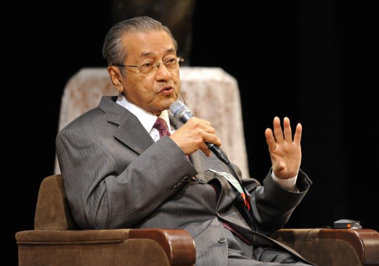 رئيس وزراء ماليزيا مهاتير محمد العام 2010