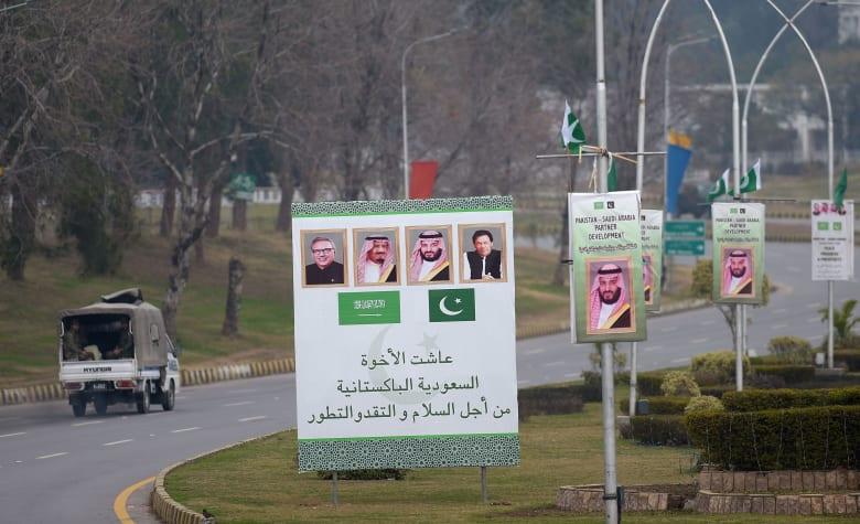 لافتات ترحيبية بزيارة ولي عهد السعودية لباكستان