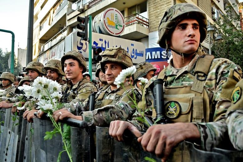صورة لعناصر من الجيش اللبناني خلال الاحتجاجات الأخيرة