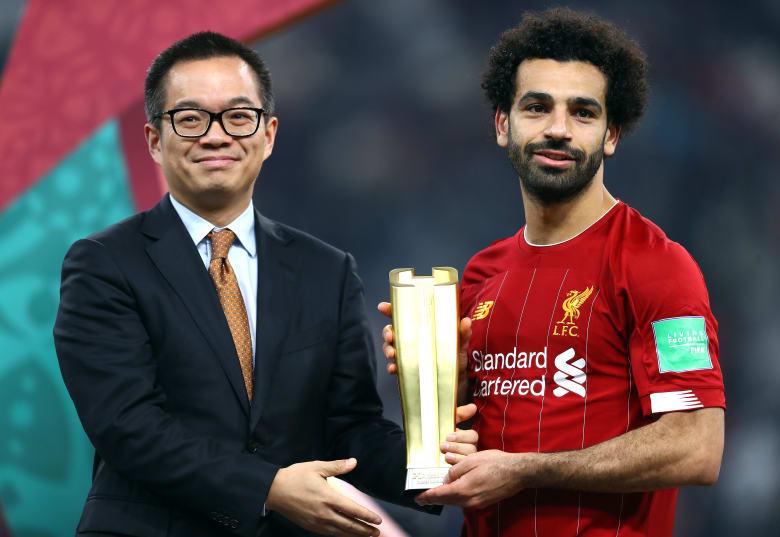 لحظة تسلم محمد صلاح جائزة أفضل لاعب في البطولة