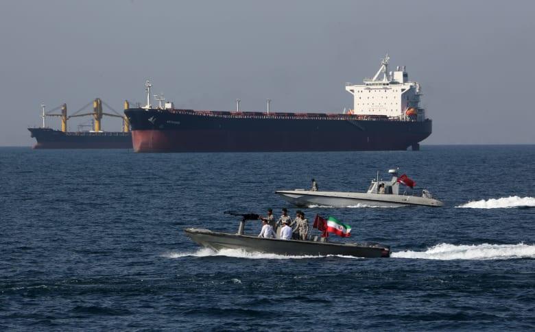 الحرس الثوري الإيراني يُوقف ناقلة نفط في الخليج