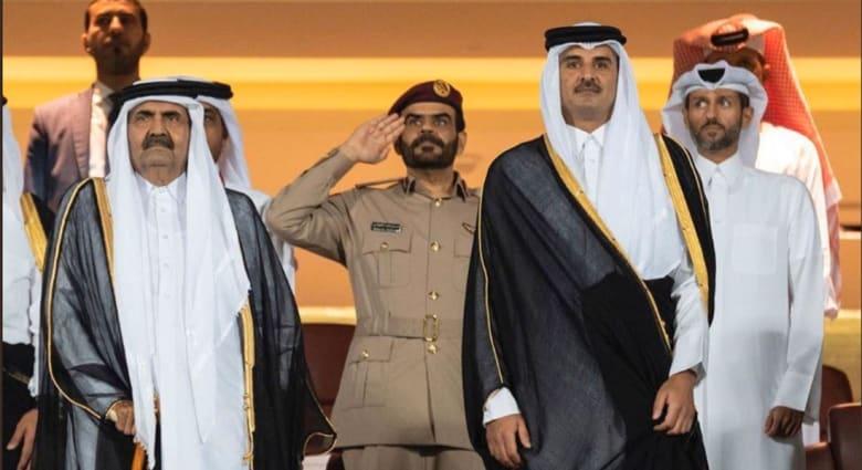 أمير قطر الشيخ تميم ين حمد ووالد الأمير حمد بن خليفة