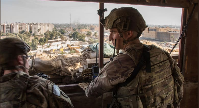 جنود أمريكيون في سفارة بلادهم بالعراق
