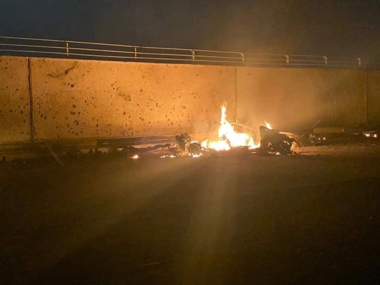 الصور الأولى بعد قتل اللواء قاسم سليماني بضربة أمريكية في مطار بغداد