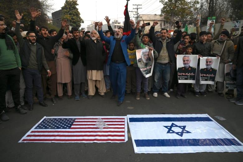 مظاهرات في إيران للمطالبة بالانتقام لمقتل قاسم سليماني قائد فيلق القدس بالحرس الثوري الإيراني