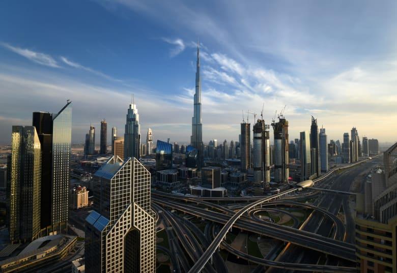 حاكم دبي يعلن عن تعديل مدة تأشيرة السياحة في الإمارات إلى 5 أعوام