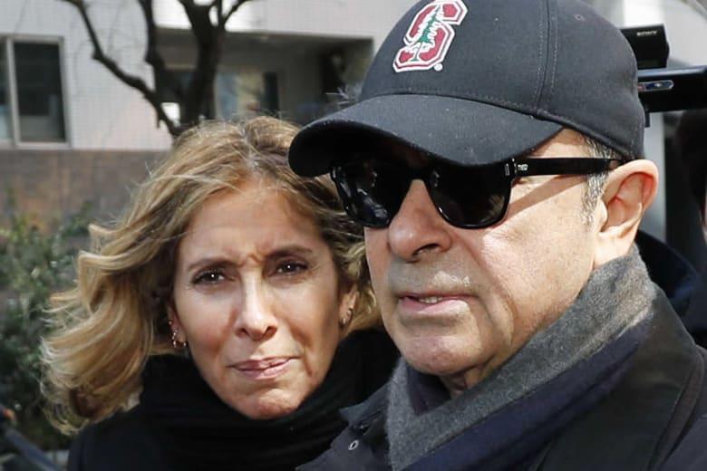 المدير التنفيذي السابق لشركة نيسان كارلوس غصن وزوجنه كارول