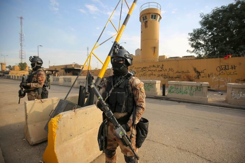 قوات أمريكية أمام مقر سفارة واشنطن في بغداد