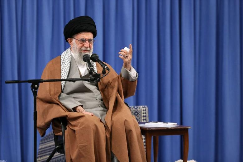 آية الله علي خامنئي المرشد الأعلى للثورة الإيراينة