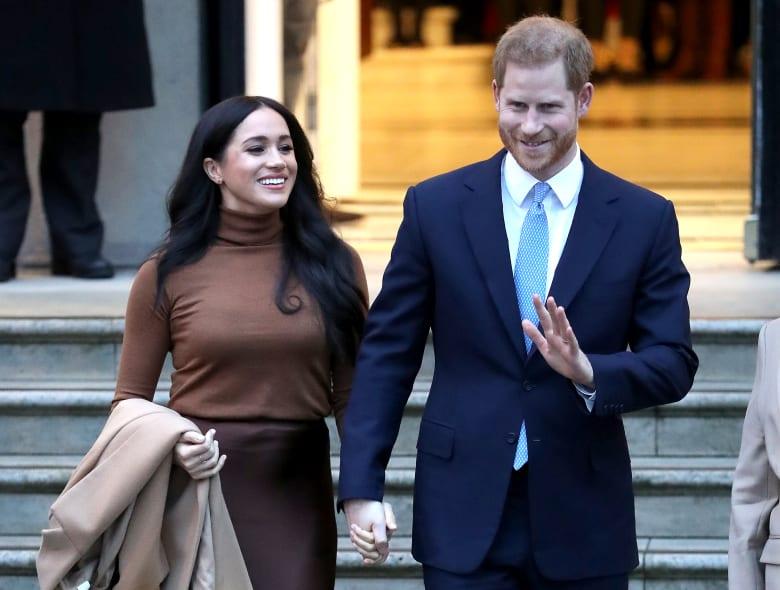 """الأمير هاري وزوجته ميغان يتخليان عن دورهما كأعضاء """"بارزين"""" بالعائلة الملكية البريطانية"""
