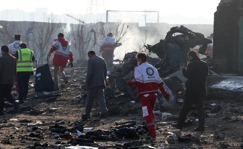بقايا حطام الطائرة الأوكرانية التي سقطت في إيران