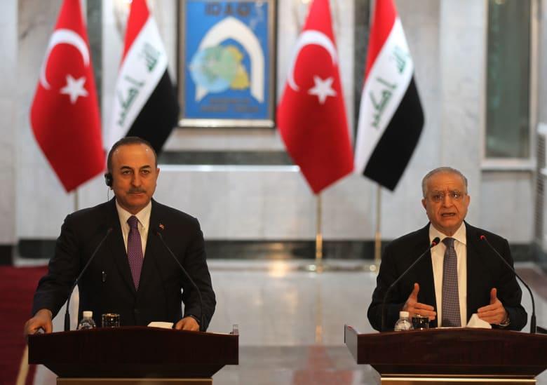 وزير الخارجية العراقي محمد علي الحكيم ونظيره التركي مولود تشاويش أغلو