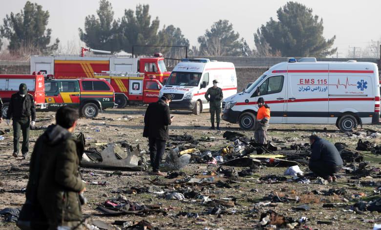 حطام الطائرة الأوكرانية التي سقطت عقب إقلاعها من مطار الخميني في طهران