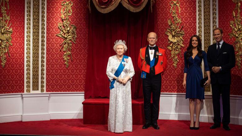 """متحف الشمع """"مدام توسو"""" يعلن عن إزالة تمثالي ميغان وهاري من مجموعة العائلة الملكية"""