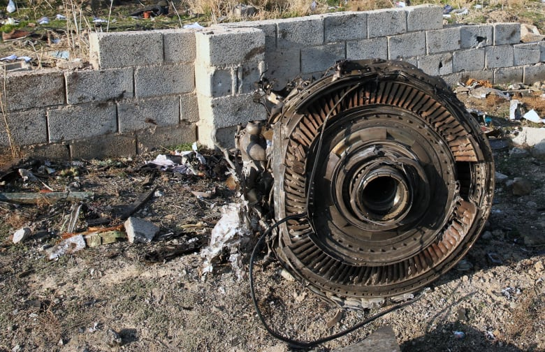 صورة لمحرك الطائرة المنكوبة في إيران