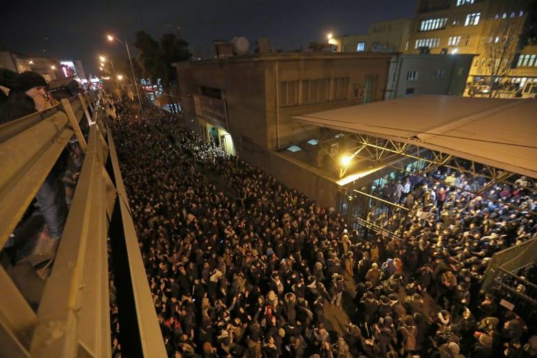اعتقال السفير البريطاني لدى إيران خلال المظاهرات.. ولندن: خرق فاضح للقانون الدولي