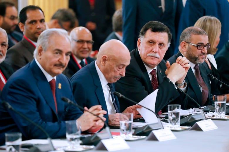 فايز السراج رئيس الحكومة في ليبيا وعقيلة صالح رئيس برلمان طبرق وخليفة حفتر قائد قوات شرق ليبيا