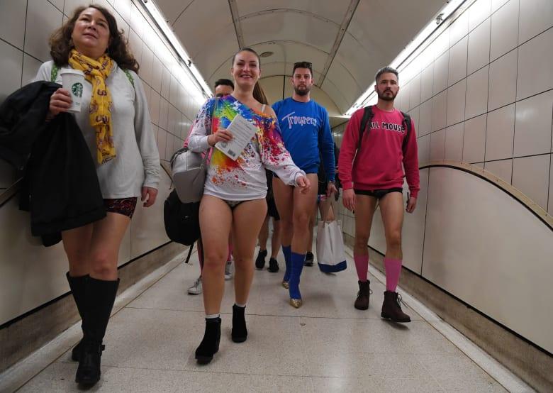 ركاب بلا سراويل في مترو الأنفاق بلندن