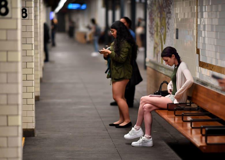 ركاب بلا سراويل في مترو الأنفاق بنيويورك