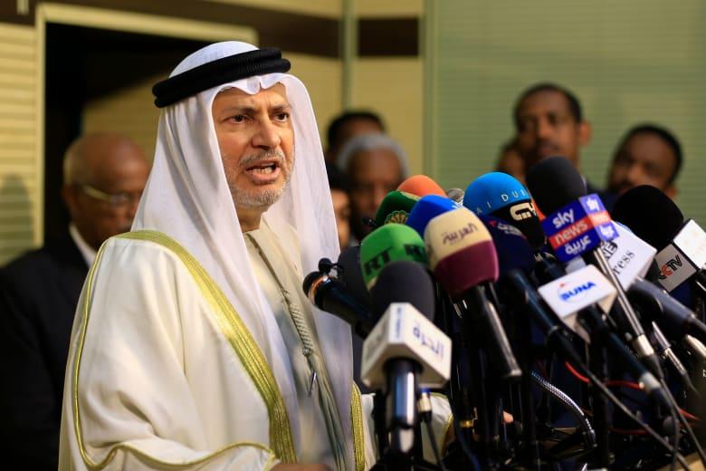 قرقاش: الإمارات تتطلع لنجاح مؤتمر برلين في إنهاء الصراع في ليبيا