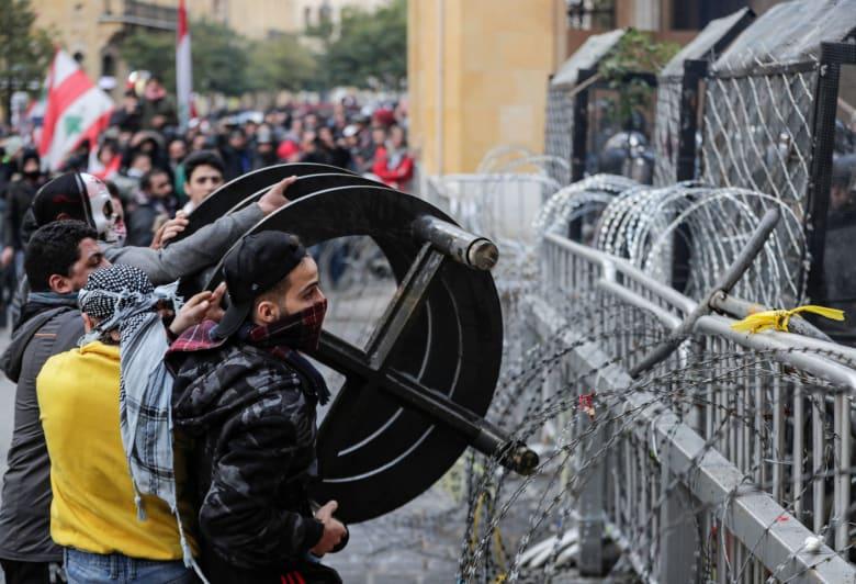 """الحريري معلقا على أحداث العنف في بيروت: """"لن يحترق حلم رفيق"""".. وعون يوجه طلبا لوزيري الداخلية والدفاع"""