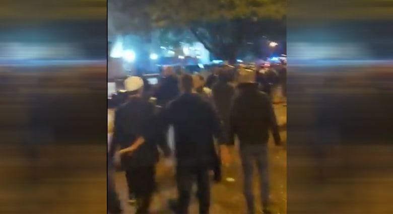 متظاهرون يخرجون من مسجد الأمين ببيروت