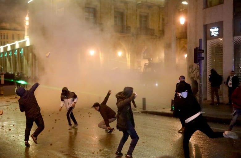 مواجهات بين قوات الأمن والمتظاهرين في العاصمة اللبنانية بيروت
