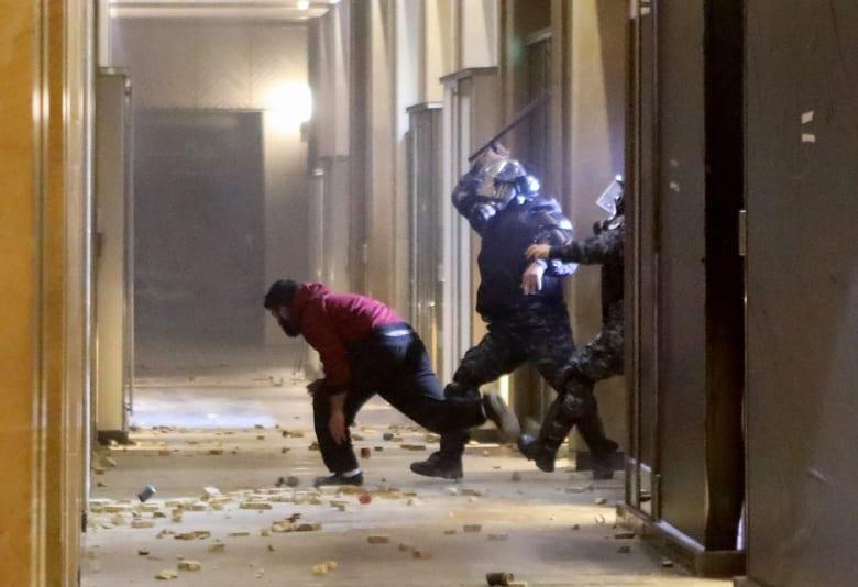الخارجية الأمريكية تطالب الجيش والأمن في لبنان بضمان أمان المتظاهرين السلميين