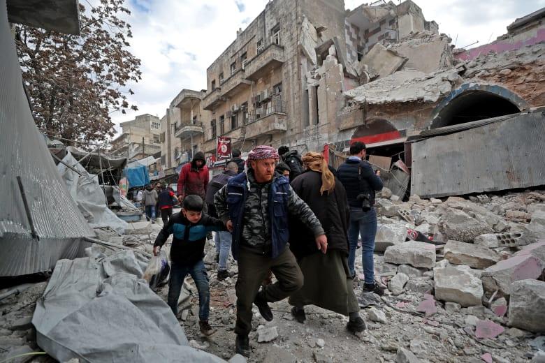 النظام السوري يقصف مناطق في مدينة إدلب التي تسيطر عليها المعارضة