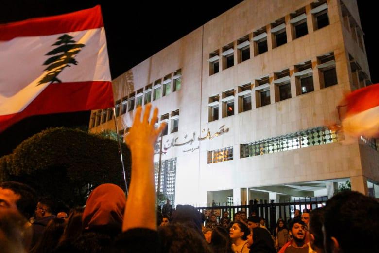 """حاكم مصرف لبنان المركزي يرد على سؤال لخلف الحبتور حول """"الخطر"""" على أموال المستثمرين الأجانب"""